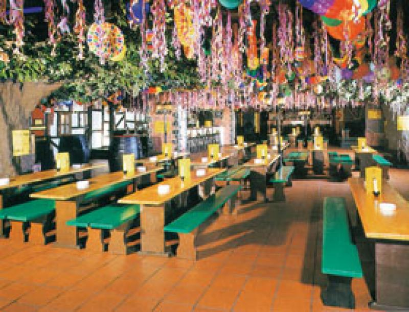 Innenraum mit Partydekoration, Wiener Steffie in Köln