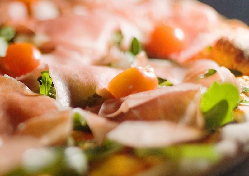 Leckere und frische Steinofenpizza