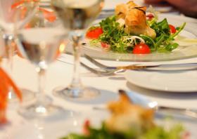 Köstliche Vorspeise auf Salatbouquet