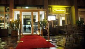der Eingang bei Nacht des Consilium