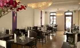 Lichtdurchflutetes Restaurant Heckmanns