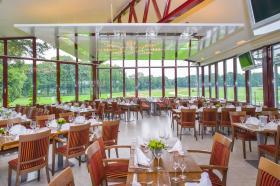 Unser Restaurant mit exklusivem Blick auf die Rennbahn