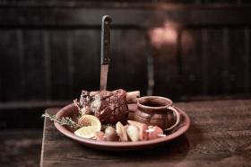 Unsere Schweinshaxe Herzog mit Calvados