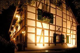 Haus_mit_Beleuchtung.jpg