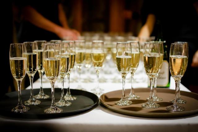 Betriebsfeier mit Champagner